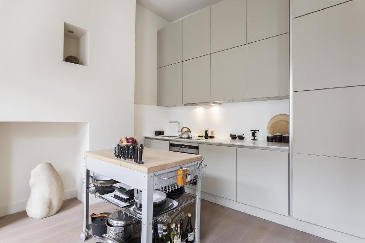 awesome kitchen with island in London Weymouth Street II luxury apartment