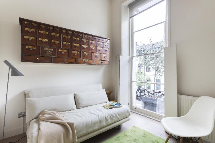 pretty sitting room of London Weymouth Street II luxury apartment