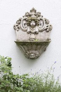 a nicely carved garden feature in London Beaufort Gardens luxury apartment