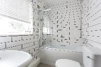 generous bathroom window in London Beaufort Gardens luxury apartment