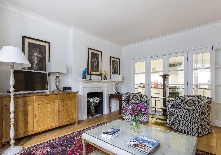 pretty London Beaufort Gardens luxury apartment and vacation rental