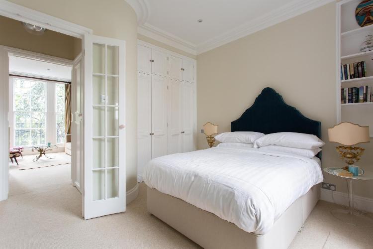 tastefully furnished London Palace Gardens Terrace III luxury terrace