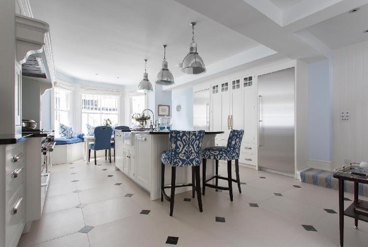amazing kitchen peninsula under pendant lamps in London Bramerton Street II luxury apartment