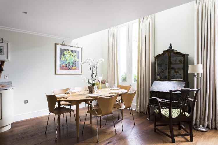 tastefully furnished London Petersham Mews II luxury apartment