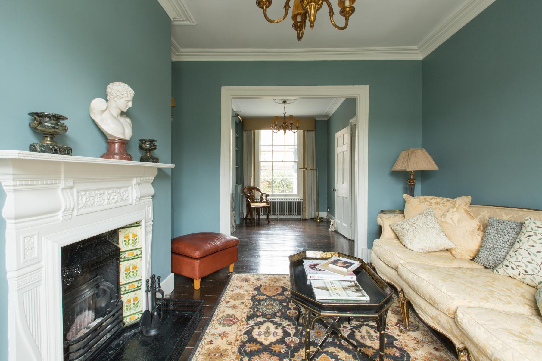 cozy London St Mary's Gardens II luxury apartment and holiday home