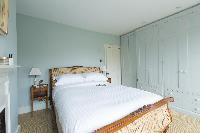 nice bedroom in London St Mary's Gardens II luxury apartment