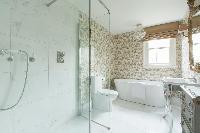 refreshing bathroom in London St Mary's Gardens II luxury apartment