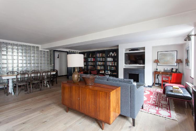 well-designed and laid-out open living room of London Calvin Street luxury apartment and vacation re