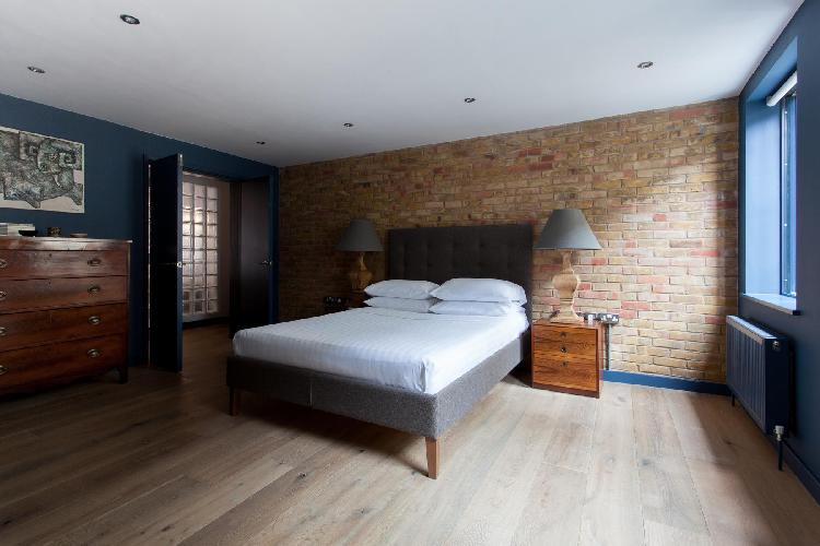 spacious bedroom of London Calvin Street luxury apartment