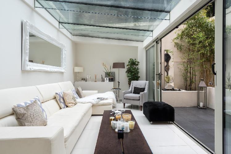 beautiful London Cheyne Row II luxury apartment