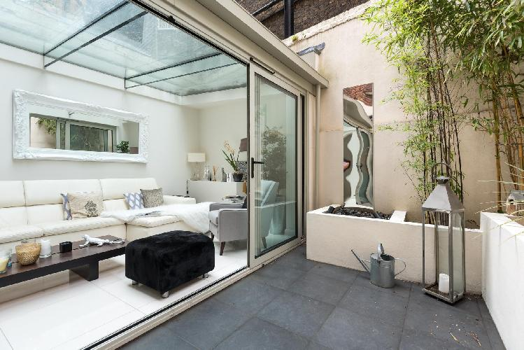 amazing glass ceiling and walls of lanai in London Cheyne Row II luxury apartment