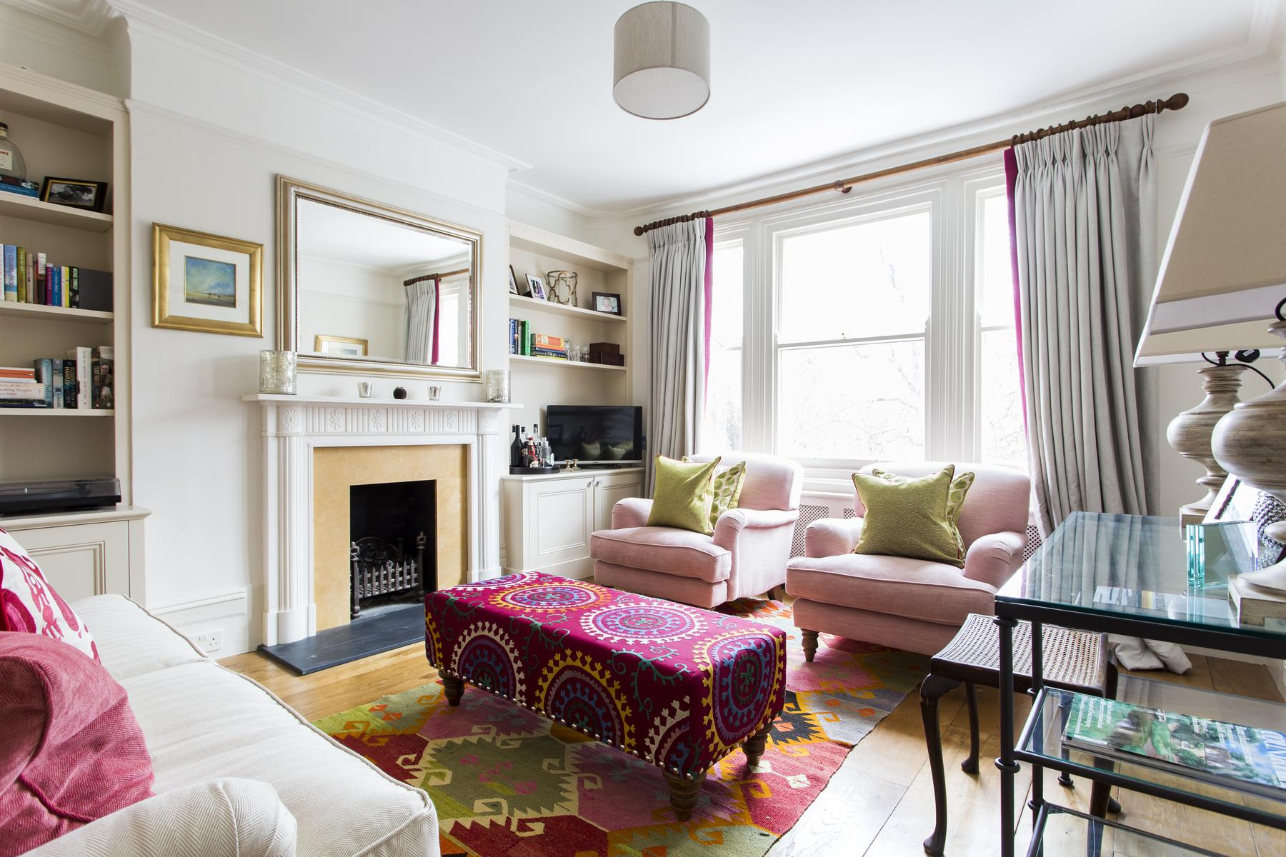 well-designed and laid-out living parlor of London Albert Bridge Road II luxury apartment