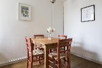 cozy dining area of London Albert Bridge Road II luxury apartment