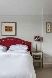 crisp linens in the bedroom of London Albert Bridge Road II luxury apartment