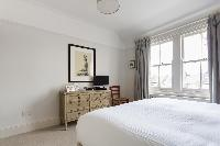 twin bedroom windows with a view in London Albert Bridge Road II luxury apartment