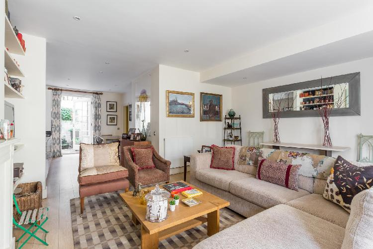 breezy and bright London Bramerton Street V luxury apartment and holiday home