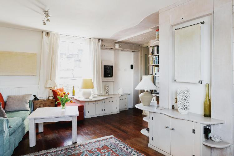 charming London Odhams Walk luxury apartment and vacation rental