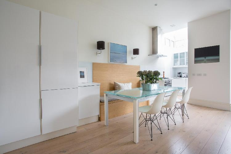 delightful dining area in London St Mark's Road IV luxury apartment