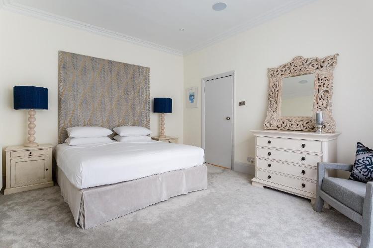 beautiful bedroom in London Lamont Road IV luxury apartment