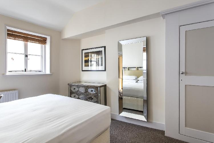 nice bedroom in London Gloucester Place Mews II luxury apartment