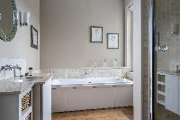 neat and fresh bathroom with tub in London Mayfield Avenue II luxury apartment