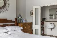 nice bedroom with en-suite bath in London Mayfield Avenue II luxury apartment