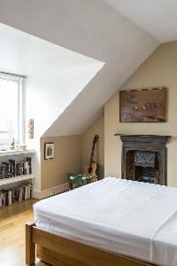 clean and crisp bedroom linens in London Mayfield Avenue II luxury apartment