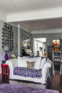 pretty love seat in London Mayfield Avenue II luxury apartment
