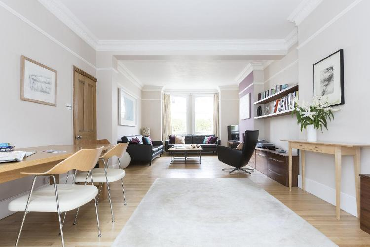 beautiful London Eddiscombe Road luxury apartment and vacation rental between Fulham and Sands End,