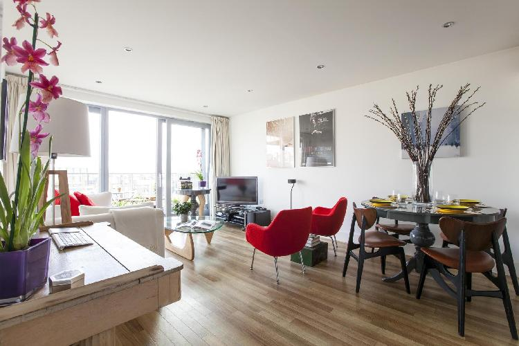 breezy and bright London Claremont Court luxury apartment and holiday home