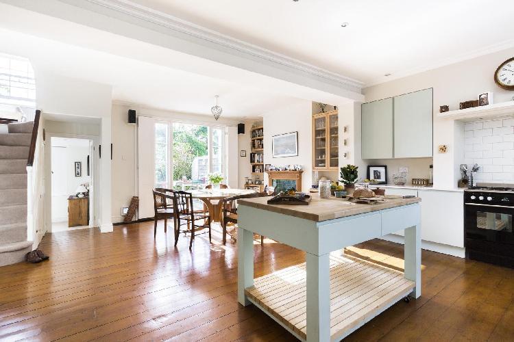 splendid London Northchurch Road luxury apartment and vacation rental
