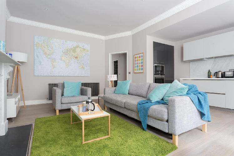 nice London Rosary Gardens II luxury apartment and holiday home