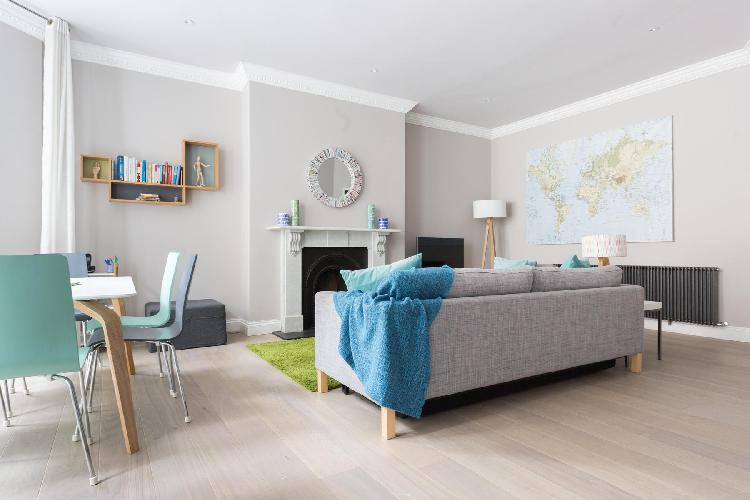charming sitting area in London Rosary Gardens II luxury apartment