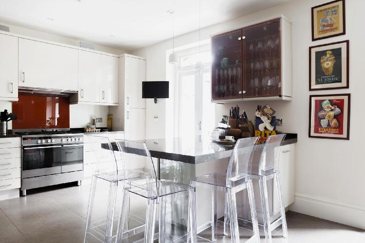 awesome breakfast bar of London Randolph Gardens luxury apartment