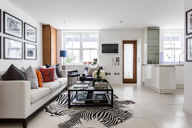 charming sitting room of London Westmoreland Terrace II luxury apartment