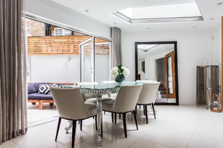 delightful dining room of London Westmoreland Terrace II luxury apartment