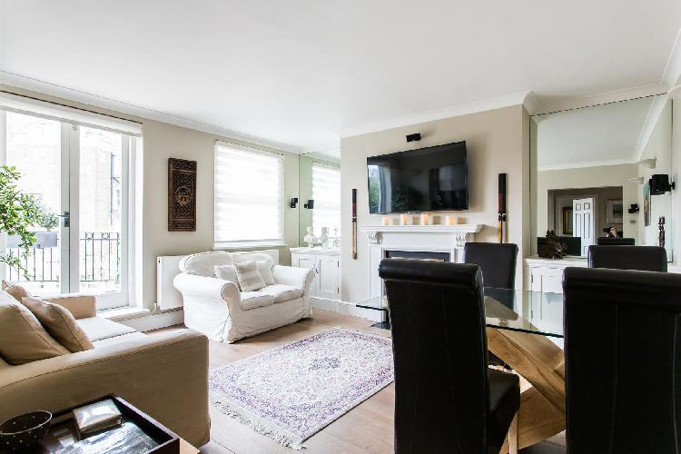 sunny and airy London Castellain Road IV luxury apartment and vacation rental