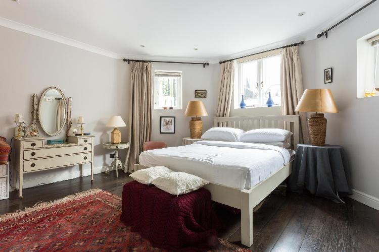 nifty multi-sided bedroom of London Christchurch Avenue III luxury apartment