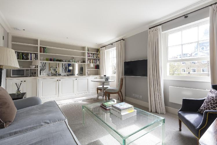 charming and chic London Brompton Square IV luxury apartment and holiday home