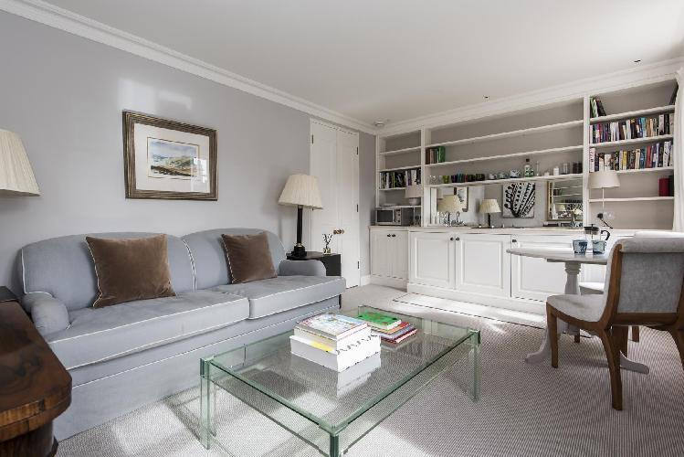 serene sitting room of London Brompton Square IV luxury apartment and vacation rental