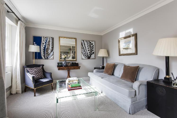 quiet ditting area of London Brompton Square IV luxury apartment