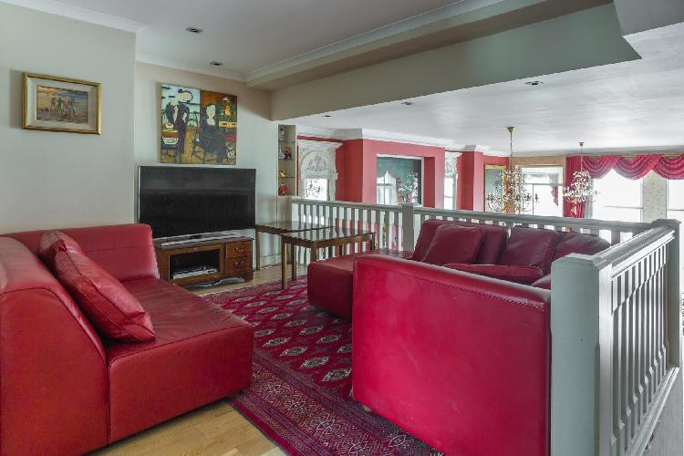 awesome furnishings in London Hyde Park Gate II luxury apartment