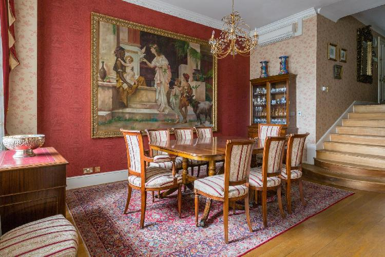 beautiful London Hyde Park Gate II luxury apartment and vacation rental