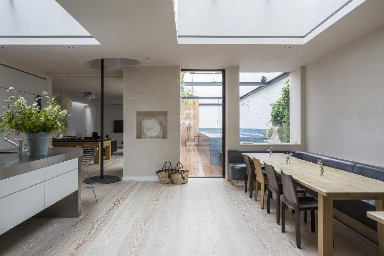 spacious London Blythe Road luxury apartment and vacation rental