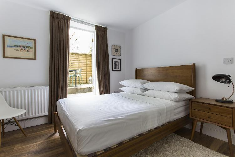 fully furnished London Shepherdess Walk VIII luxury apartment