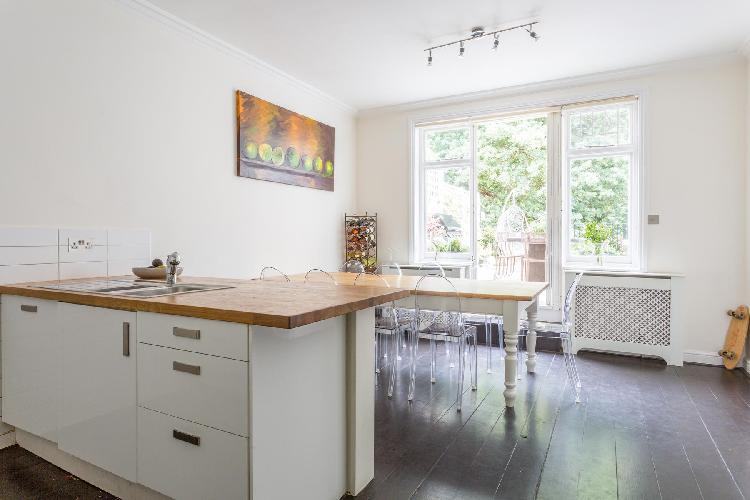 nice, fully fitted kitchen of London Haverstock Hill luxury apartment