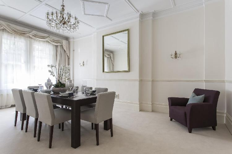 charming London Oakwood Court IV luxury apartment