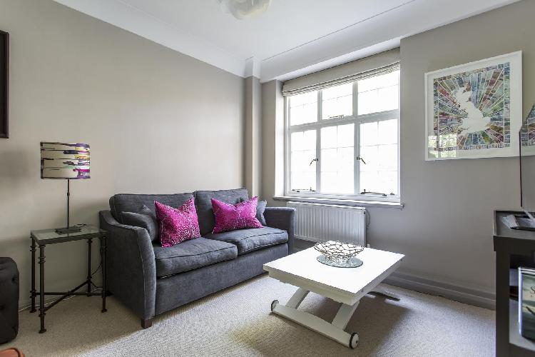 charming and chic London Drayton Gardens VIII luxury apartment and holiday home in South Kensington