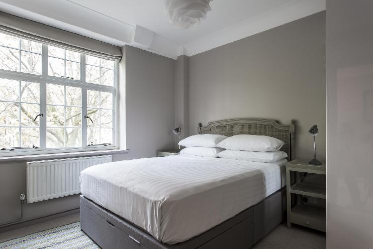 awesome bedroom in London Drayton Gardens VIII luxury apartment