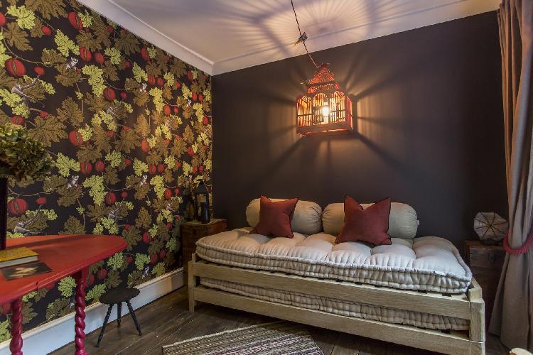 fantastic bedroom wallpapering in London City Road luxury apartment